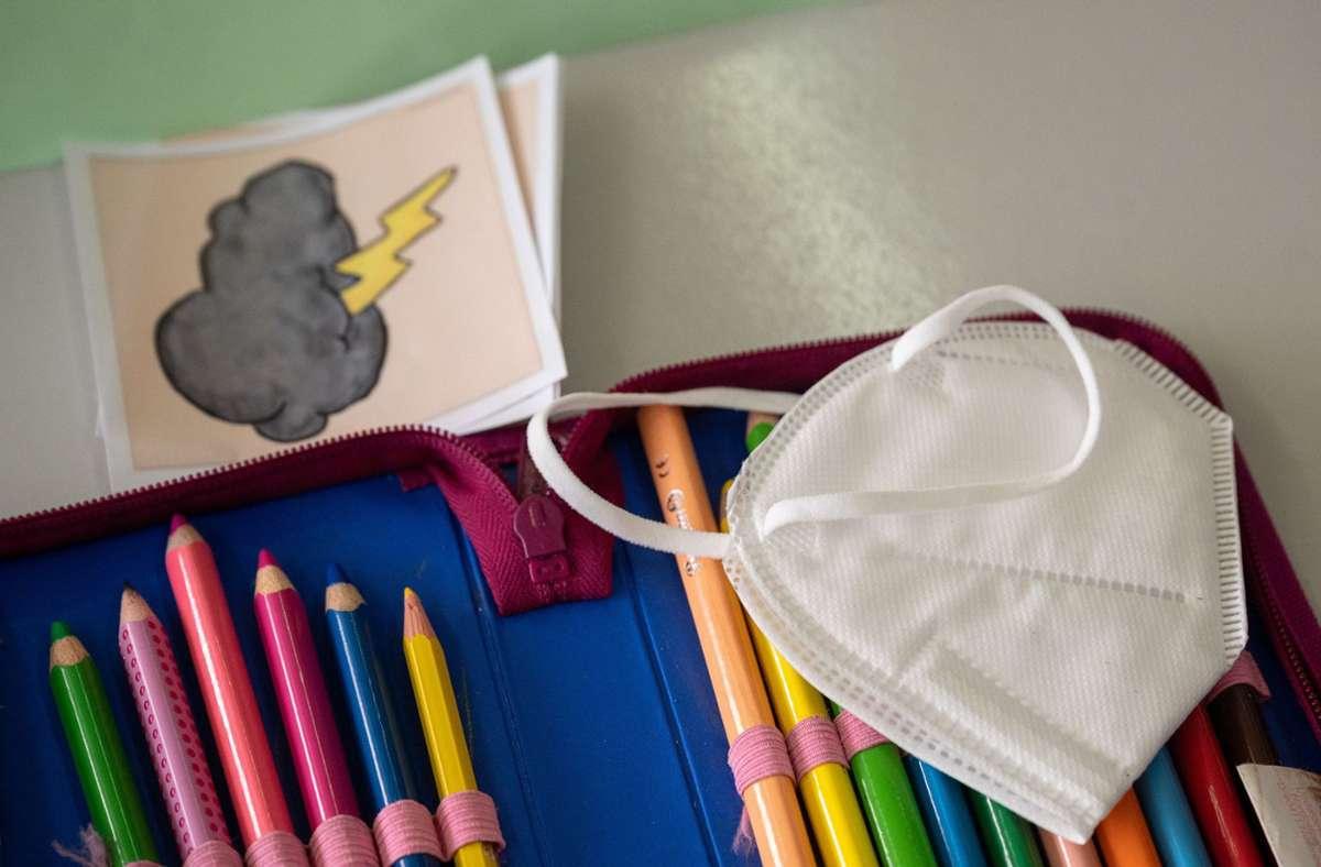 Die Corona-Maßnahmen in Schulen gefallen nicht allen Eltern. Foto: dpa/Sebastian Gollnow