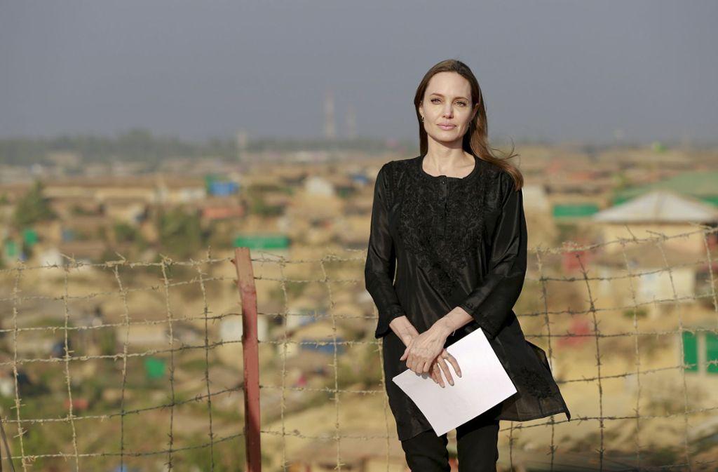 Angelina Jolie beim Besuch eines Rohingya-Flüchtlingscamps in Bangladesch im Februar. Foto: AP