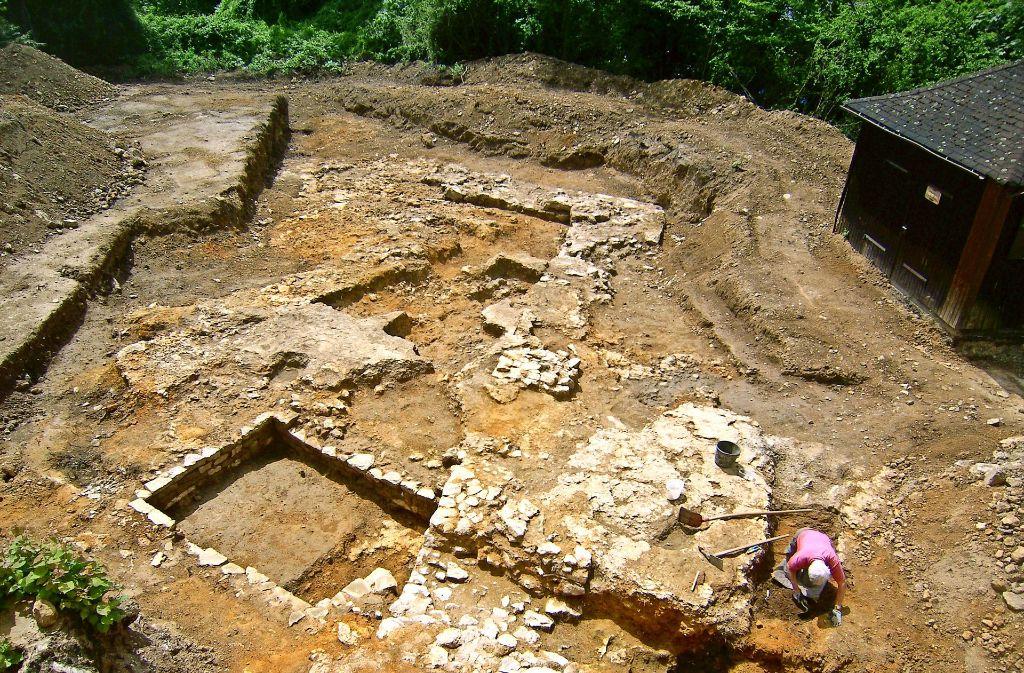 Über einem Keller sind mächtige Mauern gefunden worden. Foto: Landesamt für Denkmalpflege