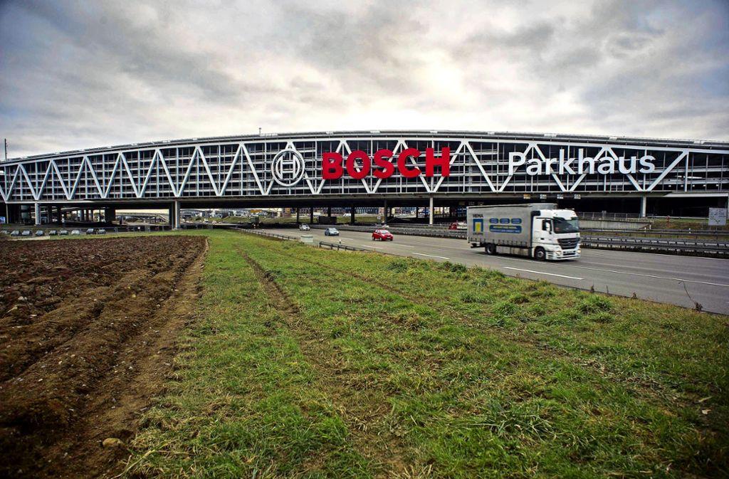Längs der Autobahn wird es am Flughafen keinen Bahnhof geben. Foto: Lg/Max Kovalenko