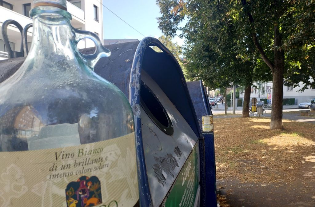 Einer Anwohnerin schlägt vor,  die Container an der  Heusteig-/Cottastraß Foto: Kathrin Wesely