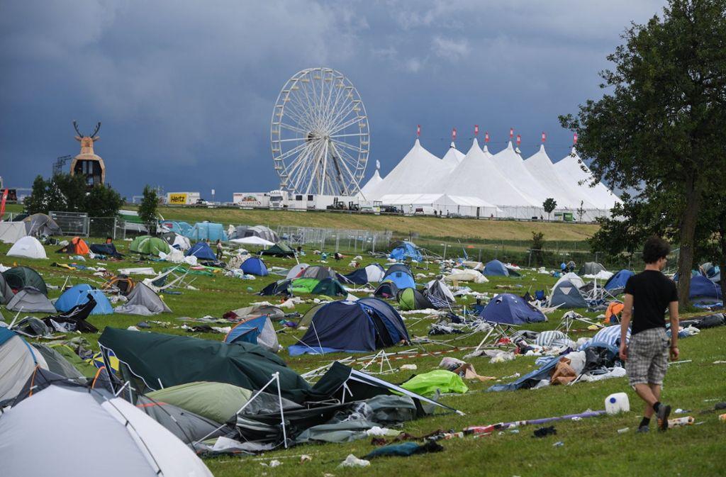 Auf dem Southside-Festival 2017 blieben nach einem Sturm ganze Zelte liegen. Foto: dpa