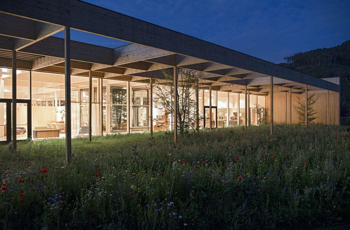 Terrain Architekten: Grüne Erde-Welt, Unternehmens- und Besucherzentrum, Pettenbach, Almtal/Österreich.  Foto: Jan Schünke