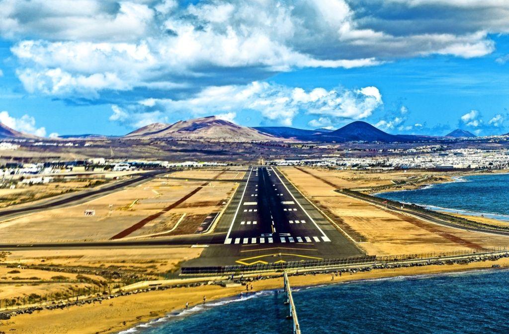 Sightseeing aus der Vogelperspektive: Im Landeanflug auf Lanzarote wird die einmotorige Piper Malibu allerdings ordentlich durchgeschüttelt. Foto: privat/Schlittenhardt