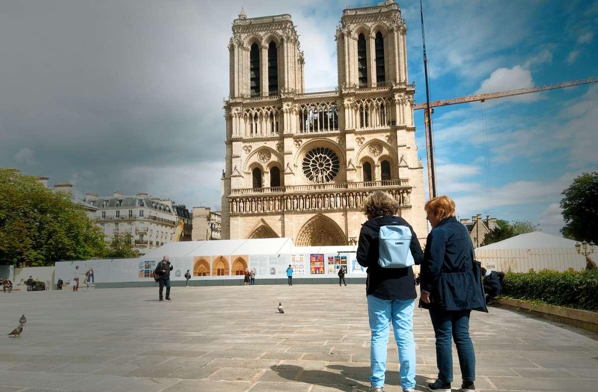 Paris ohne Touristen – Corona macht es möglich. Der Vorplatz von Notre-Dame ist praktisch verwaist. Foto: