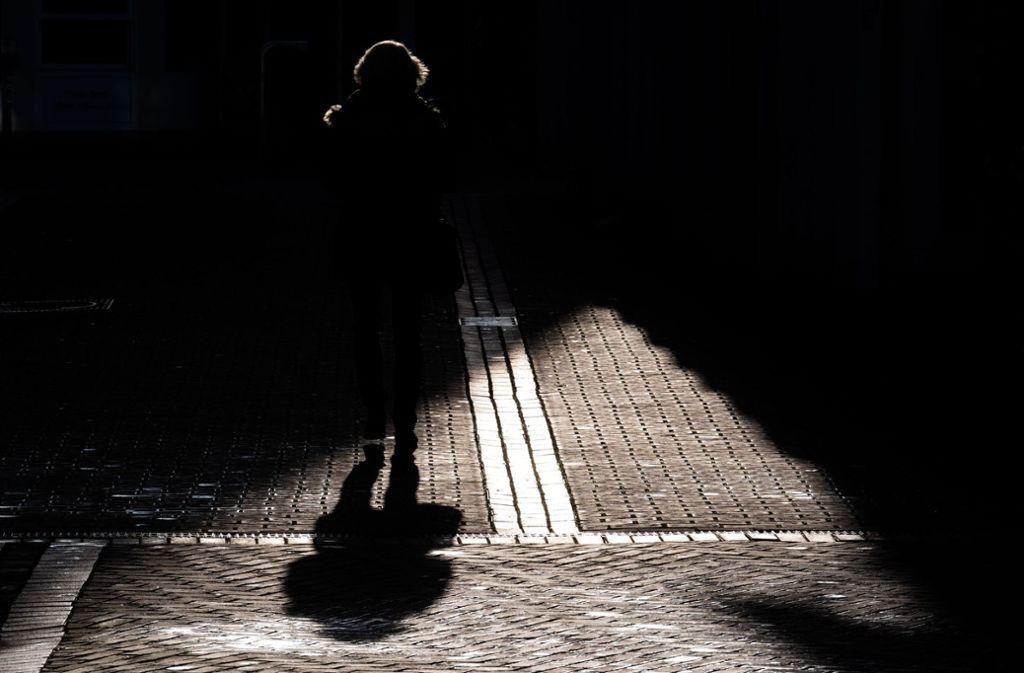 Viele Menschen fühlen sich im Winter schlapp und ausgelaugt. Foto: dpa/Julian Stratenschulte