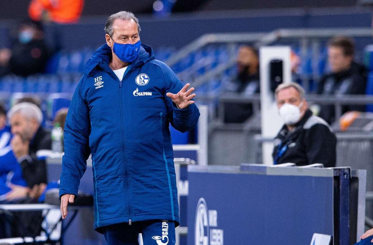 Huub Stevens konnte die Niederlage gegen Bielefeld nicht abwenden. Foto: dpa/Guido Kirchner