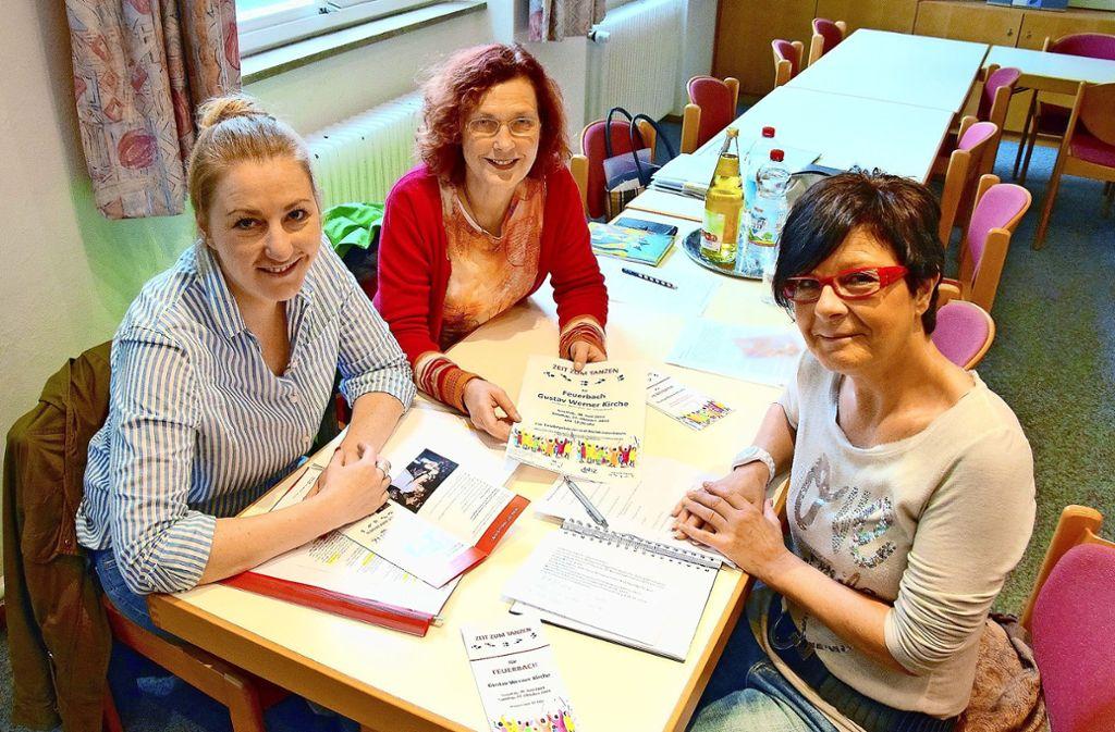 "Katharina Beyerle, Gerda Müller, Jutta Schüle (v.l.) planen ""Zeit zum Tanzen für Feuerbach"" Foto: Petra Mostbacher-Dix"