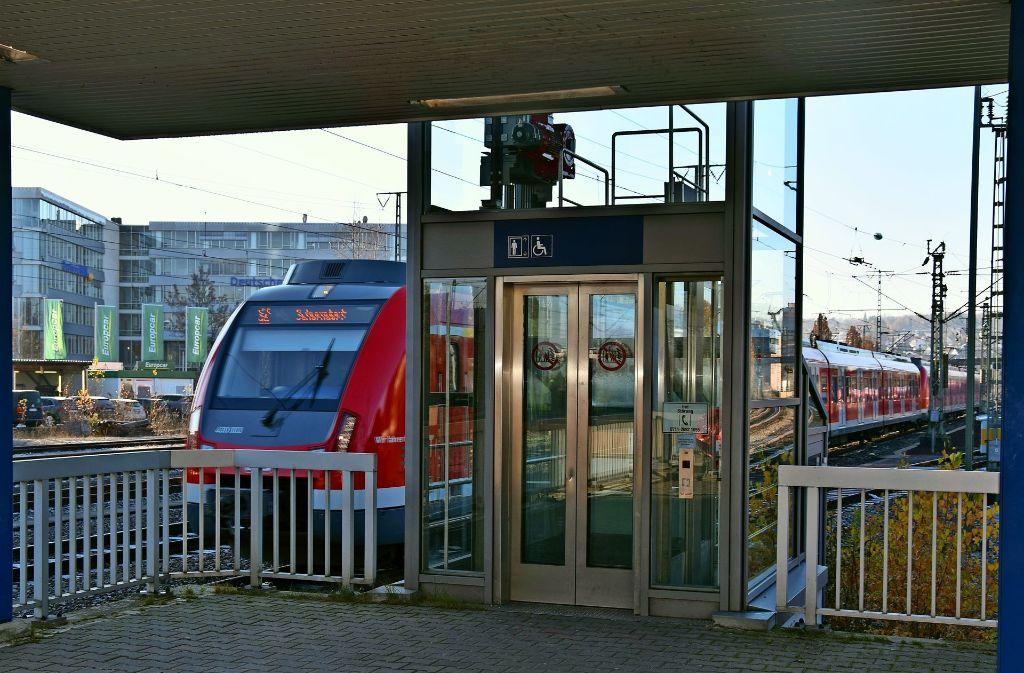 Der alte Fahrstuhl ist in die Jahre gekommen. Der neue Aufzug kostet etwa 250000 Euro. Foto: Alexandra Kratz
