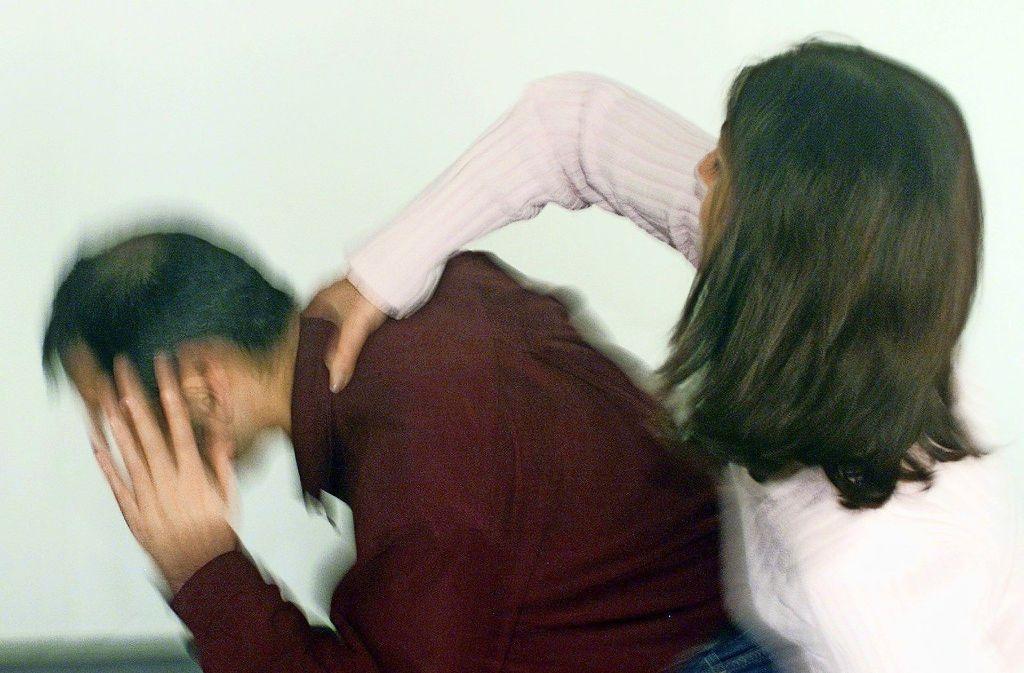 Betroffene Männer sind eher selten körperlicher, sondern zumeist psychischer Gewalt ausgesetzt. Foto: EPD