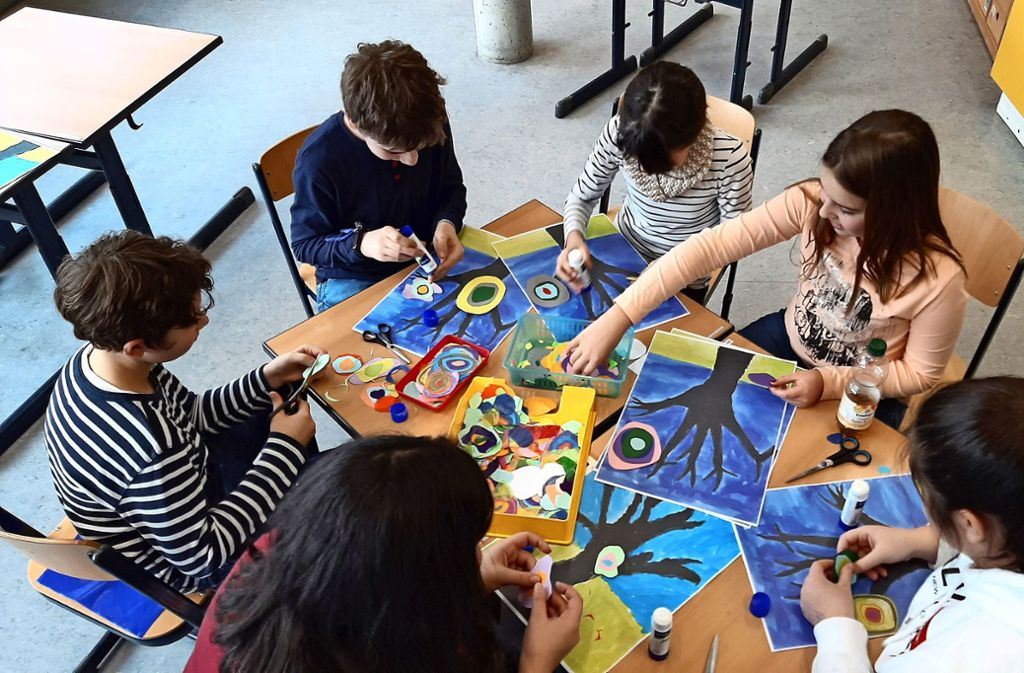 Schülerinnen und Schüler der Torwiesenschule gestalten  am Tag der offenen Tür Foto: /Franziska Nieß