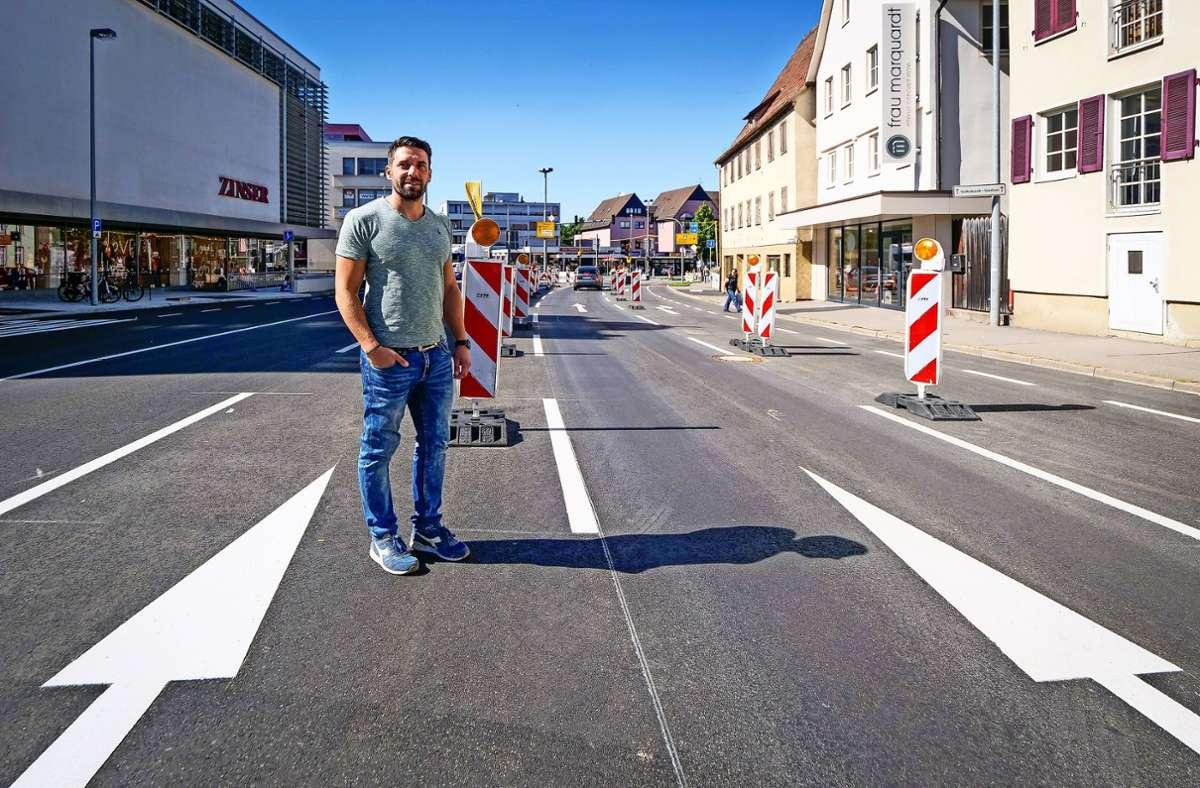 """Der Projektleiter Daniel Graf sagt: """"Wir liegen im Zeitplan."""" Die Hindenburgstraße ist fast fertig. Foto: factum/Simon Granville"""
