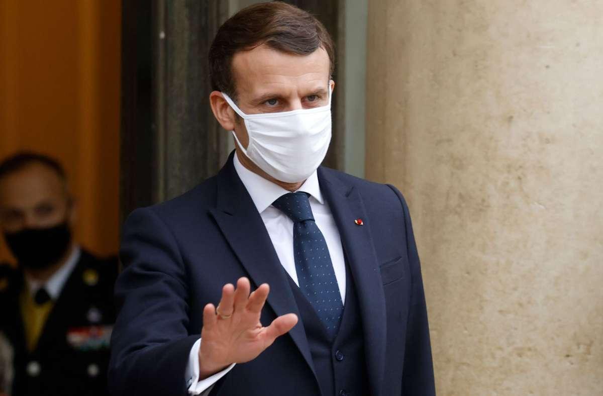 Frankreichs Präsident Emmanuel Macron scheut davor zurück, sein Land in einen dritten, sehr strengen Lockdown zu schicken. Dafür muss er auch viel Kritik einstecken. Foto: AFP/LUDOVIC MARIN