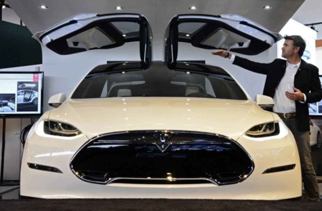 Ein Hingucker: Der Tesla Model X auf der Messe in Detroit. Foto: dpa