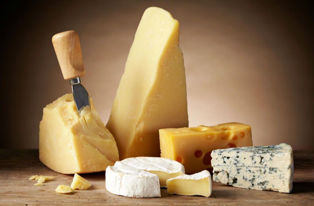 Um die Qualität von Käse beim Einfrieren zu erhalten, sollten Sie auf ein paar Dinge achten. So frieren Sie Ihren Käse richtig ein. Foto: MaraZe / Shutterstock.com