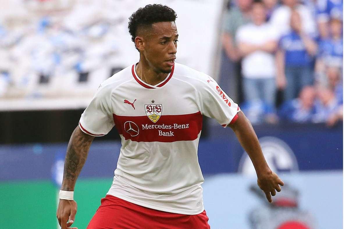 Dennis Aogo im Einsatz für den VfB Stuttgart. Foto: Pressefoto Baumann/Julia Rahn