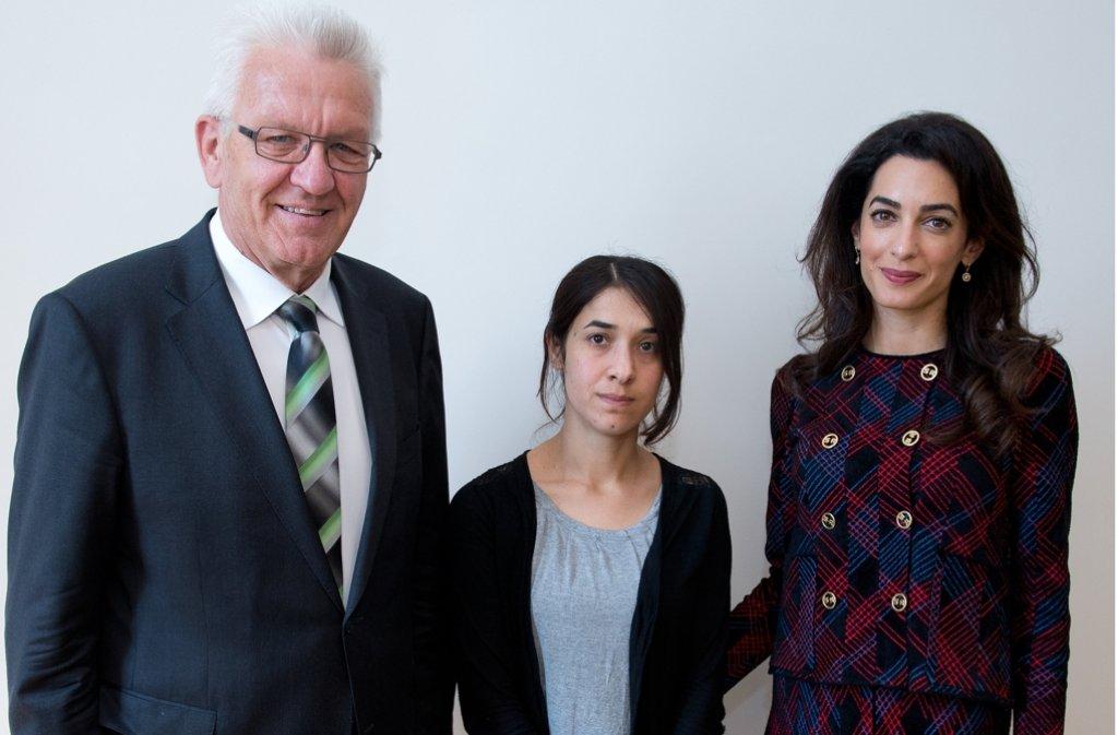 Ministerpräsident Kretschmann mit Nadia Murad und ihrer Anwältin Amal Clooney. Foto: dpa