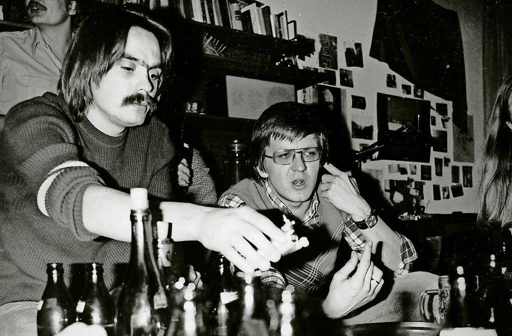 Der junge Winfried Kretschmann (im ild rechts) gehörte zum Umfeld der Riedlinger Popgruppe Power Play. Foto: Verlag