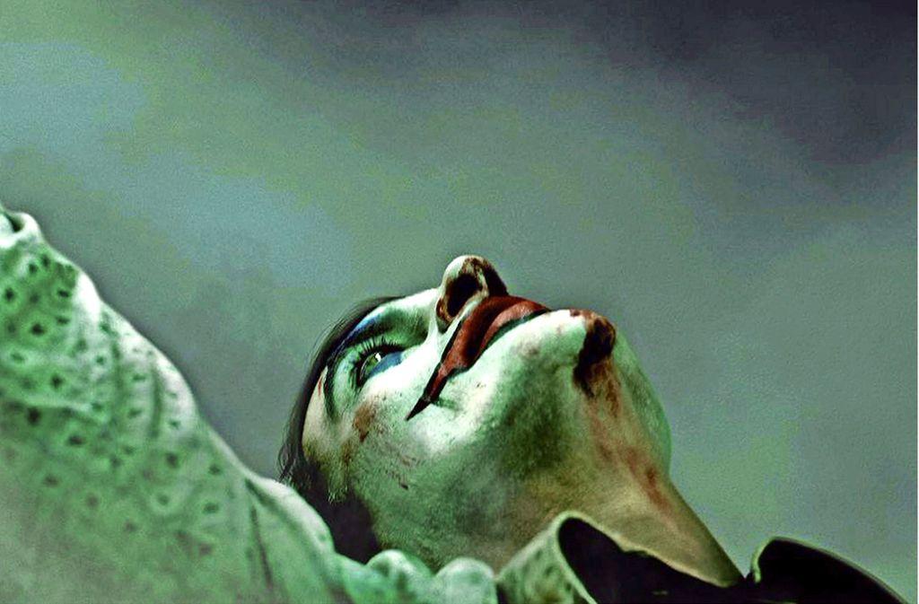Joaquin Phoenix als Arthur Fleck, der sich zum Joker wandelt, einem Inbegriff des Bösewichts Foto: Verleih