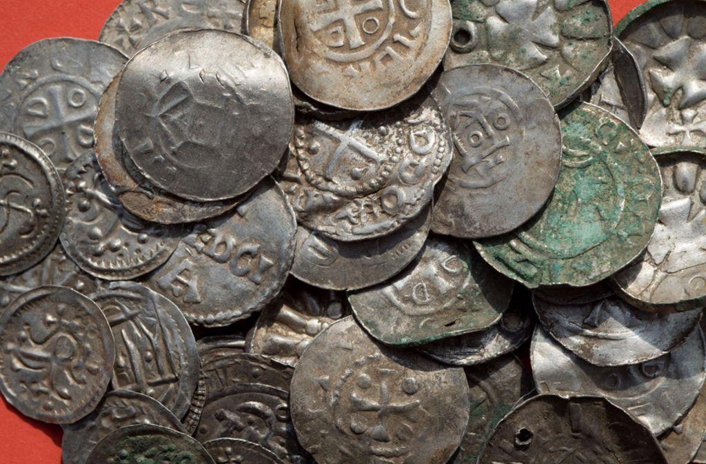 Der gefundene Silberschatz ist ein archäologischer Fund von besonderer wissenschaftlicher Bedeutung. (Symbolbild) Foto: dpa