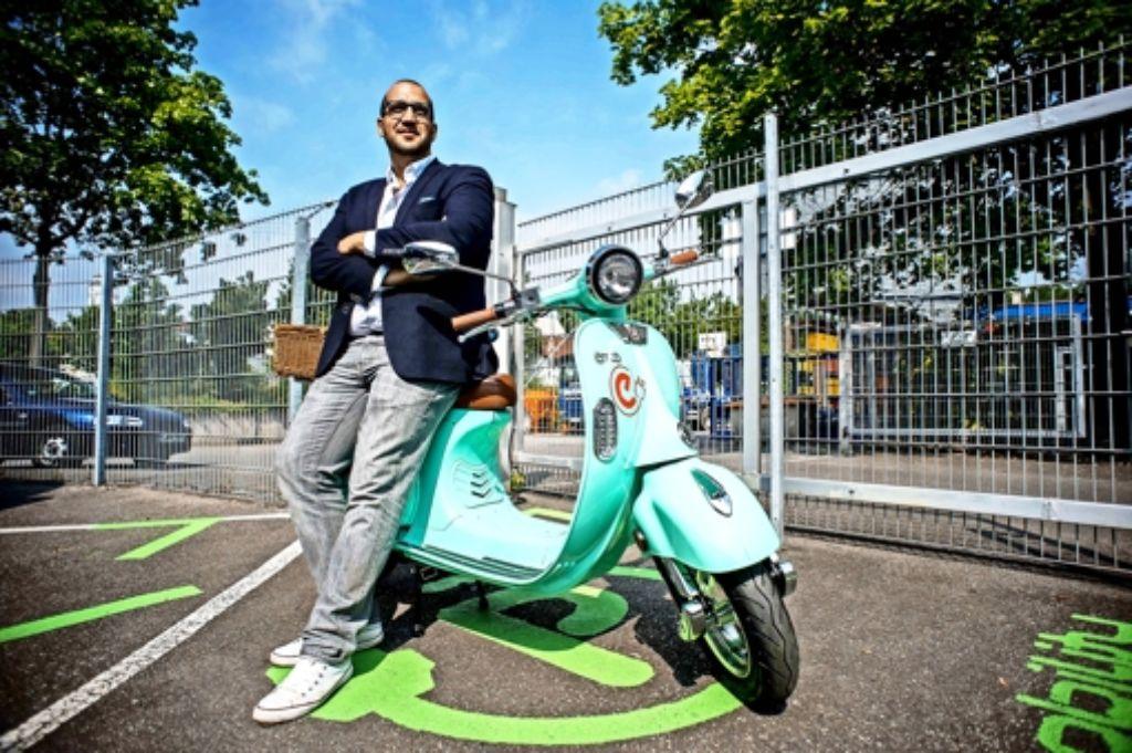 Italienisches Lebensgefühl in Stuttgart: Luigi Zullo mit  E-Roller Foto: Lichtgut/Max Kovalenko