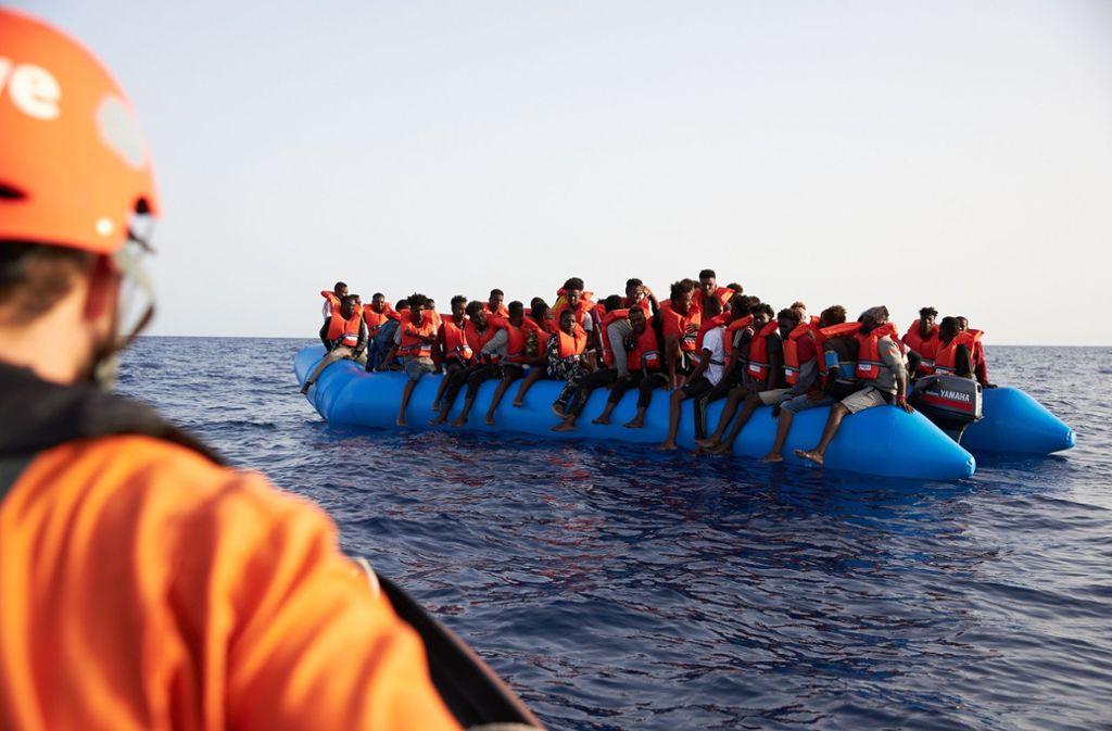 Vor der libyschen Küste im Mittelmeer kam es zu einem schweren Bootsunglück. (Symbolbild) Foto: picture alliance/dpa