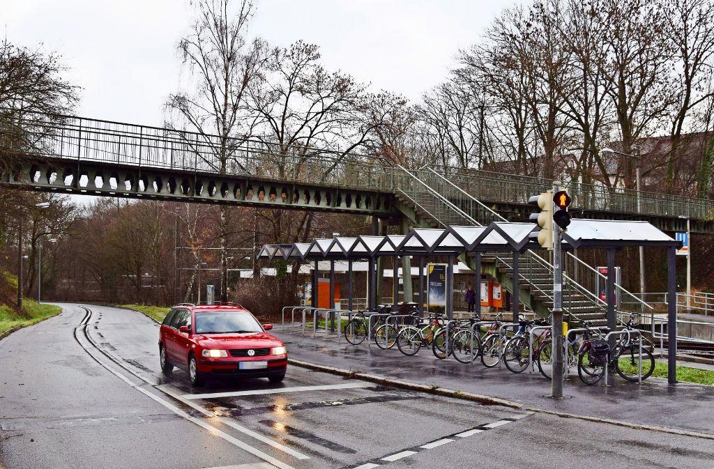 Der Steg an der Fauststraße stammt aus dem Jahr 1965. Foto: Alexandra Kratz
