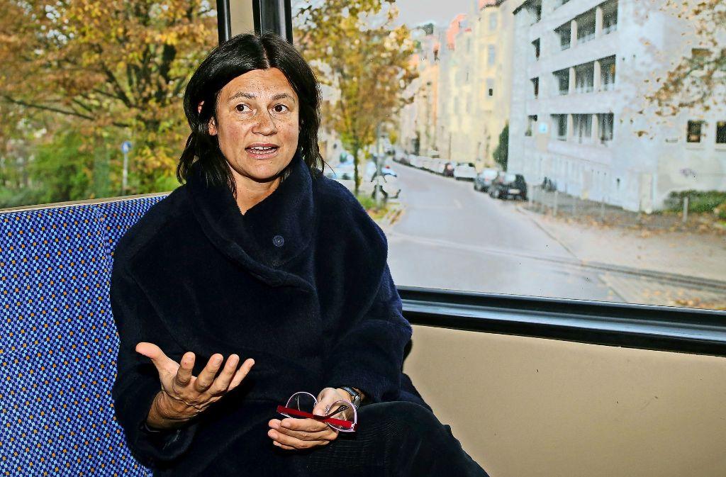Zita Funkenhauser spricht in der Zahnradbahn über die so unterschiedlichen Stationen ihres Lebens Foto: Baumann