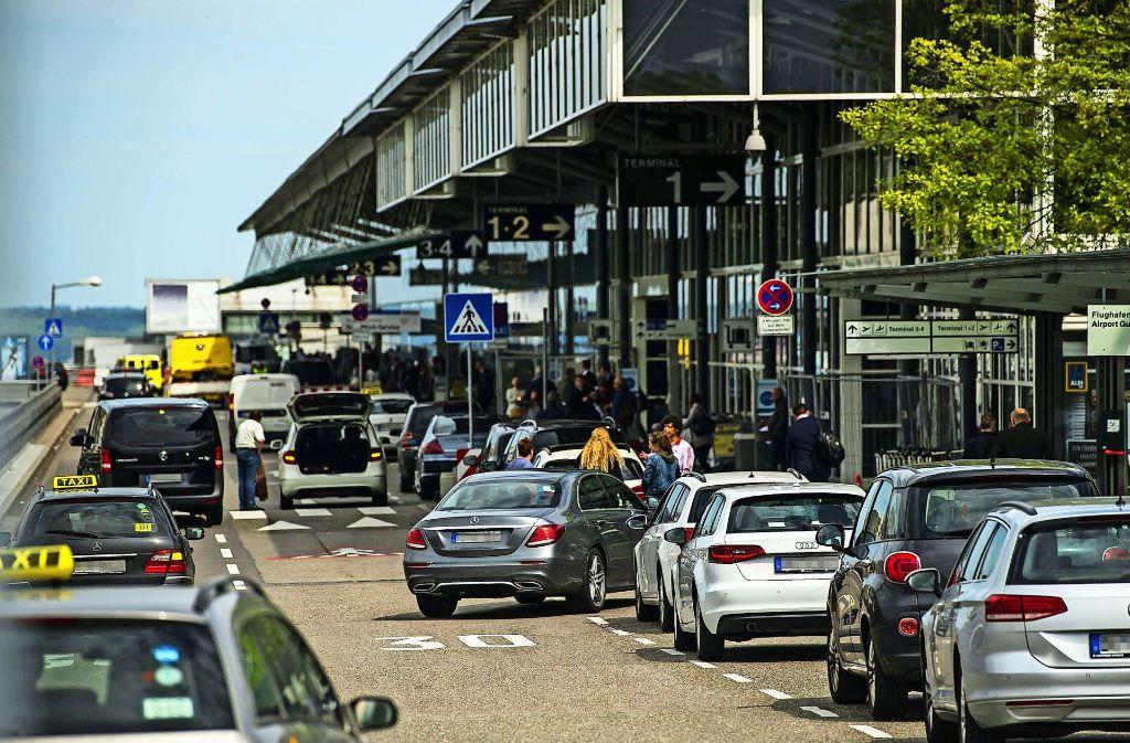 Der Bereich vor den Terminals in Stuttgart ist stark frequentiert. Foto: Lichtgut/Max Kovalenko
