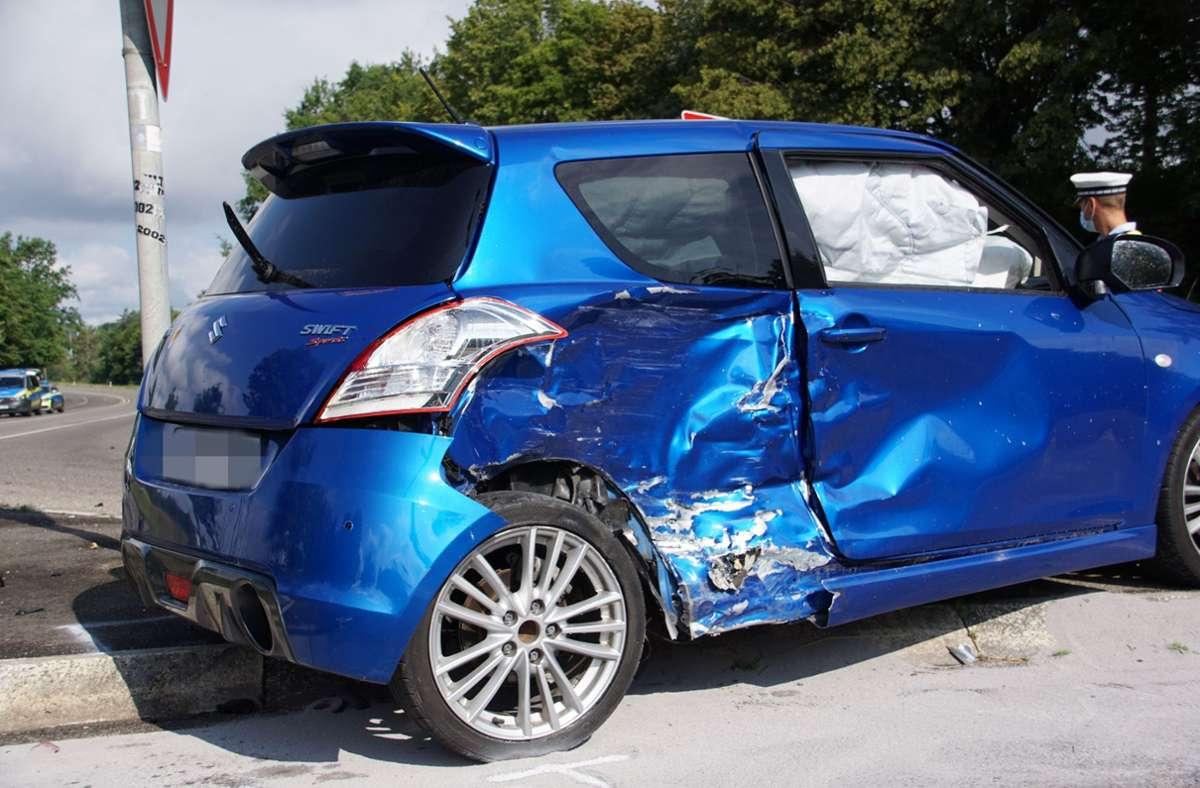 Ein Suzuki-Fahrer hatte offenbar einen Toyota übersehen und ... Foto: SDMG