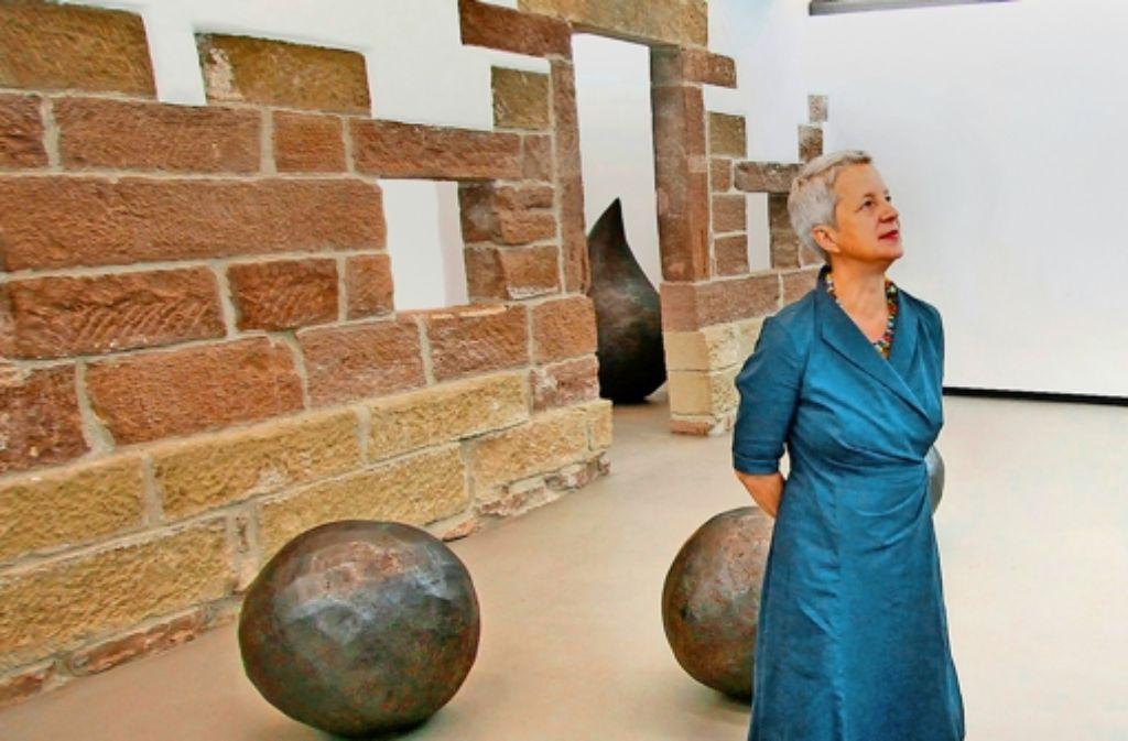Die Bildhauerin Andrea Zaumseil, hier vor drei Jahren bei einer Ausstellung ihrer Stahlplastiken im Galerieverein Leonberg Foto: