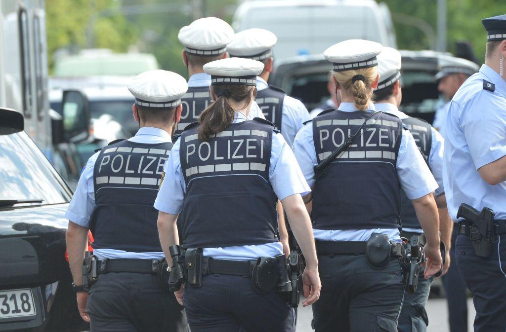Die Polizei stoppte die Bande, die in Stuttgart-Freiberg bewaffnet und vermummt unterwegs war. Foto: dpa (Symbolbild)