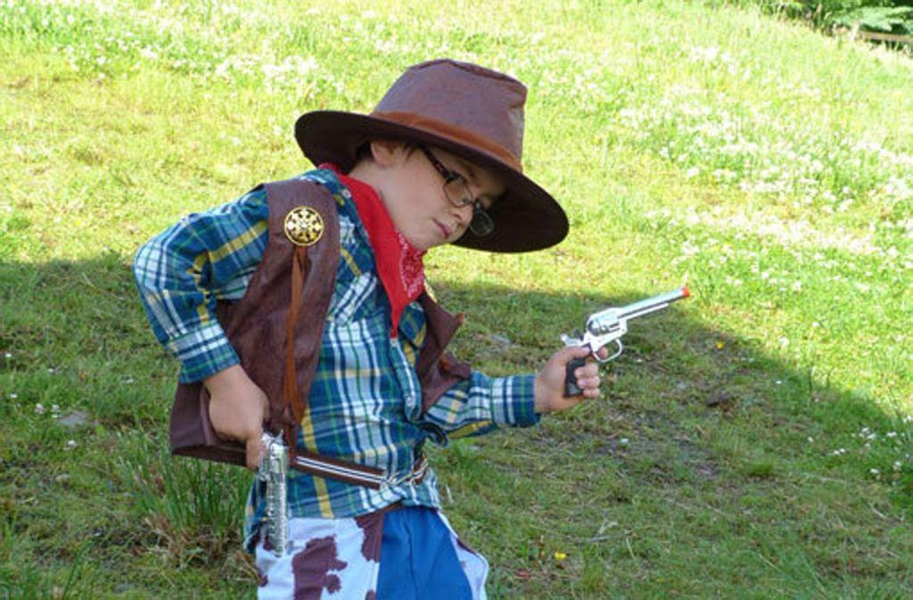 Wenn Kinder Cowboy und Indianer spielen, ist das einfach ein Kinderspiel und nicht rassistisch gegen einzelne Gruppen. (Symbolfoto) Foto: pixabay
