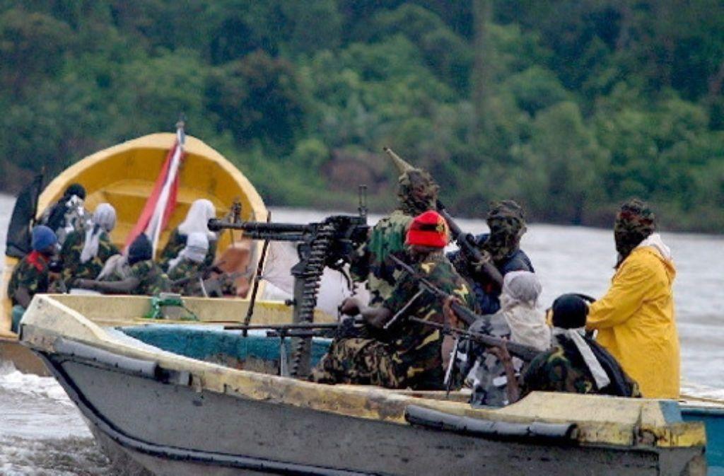 """Im Nigerdelta kämpfen Rebellengruppen gegen Regierung und Ölmultis. In Helon Habilas """"Öl auf Wasser"""" finanzieren sie sich durch Lösegelderpressungen. Foto: dpa"""