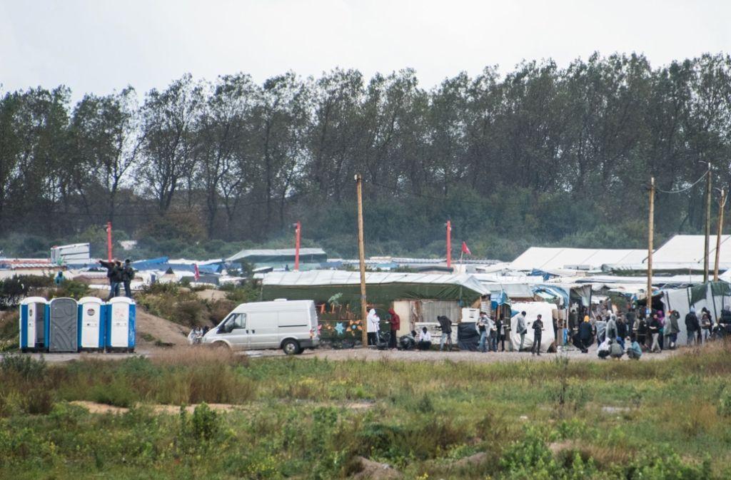 """Im sogenannten """"Dschungel"""" in Calais wohnen tausende Flüchtlinge. Foto: AFP"""