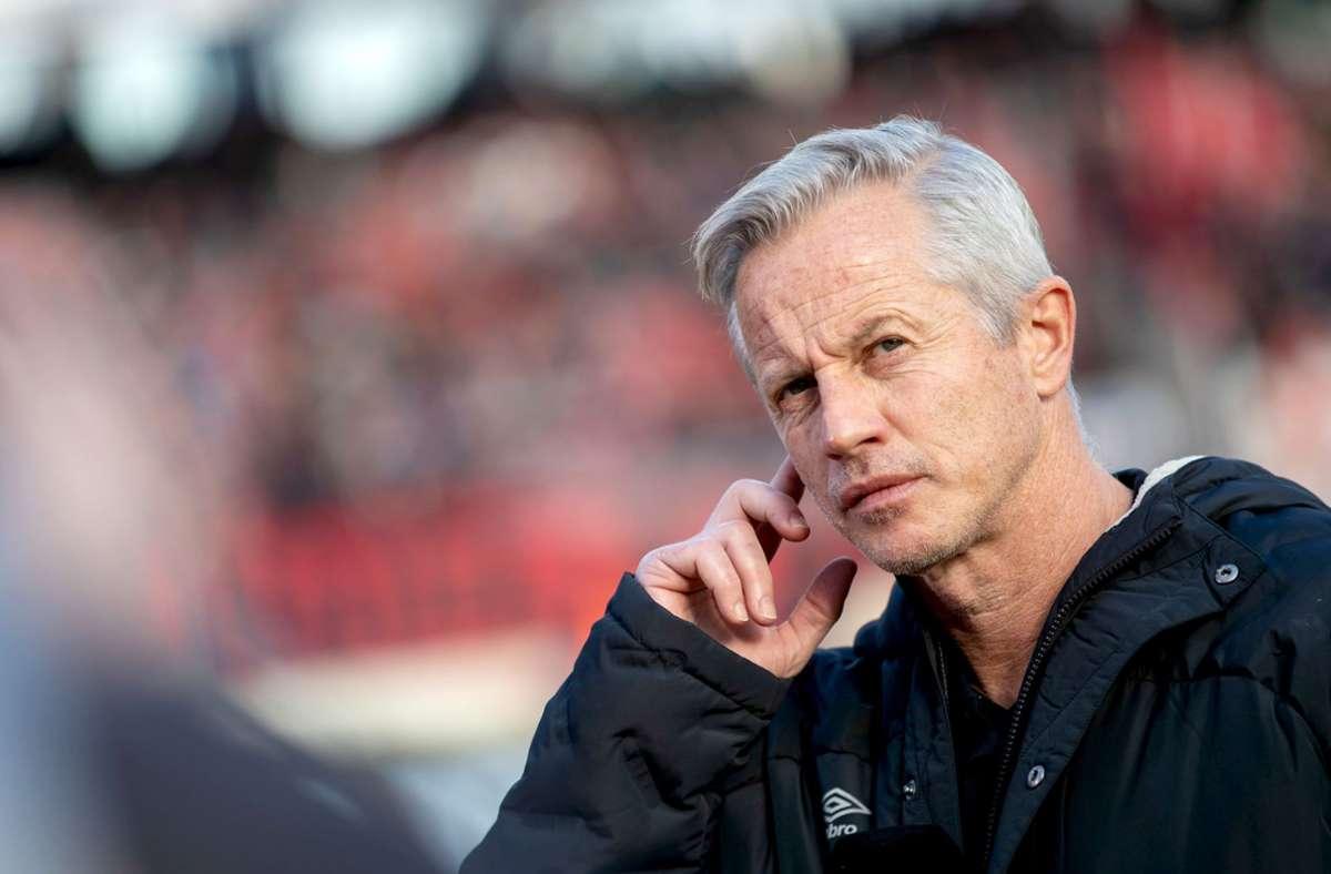 Jens Keller will mit einem Sieg gegen den VfB den Klassenverbleib des 1. FC Nürnberg unter Dach und Fach bringen. Foto: dpa/Daniel Karmann