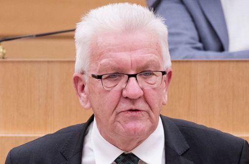 Kretschmann gegen Impfpflicht für Pflegekräfte