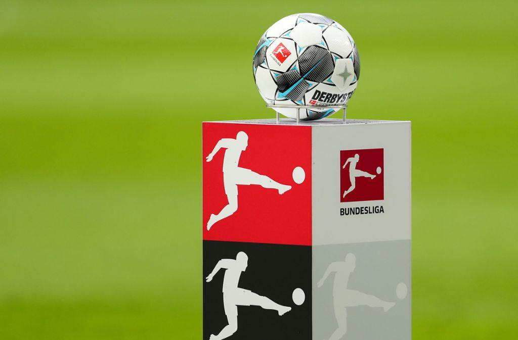 Berichte über einen möglichen Spielplan nach der coronabedingten Unterbrechung hat die Deutsche Fußball Liga  dementiert. Foto: dpa/Jan Woitas