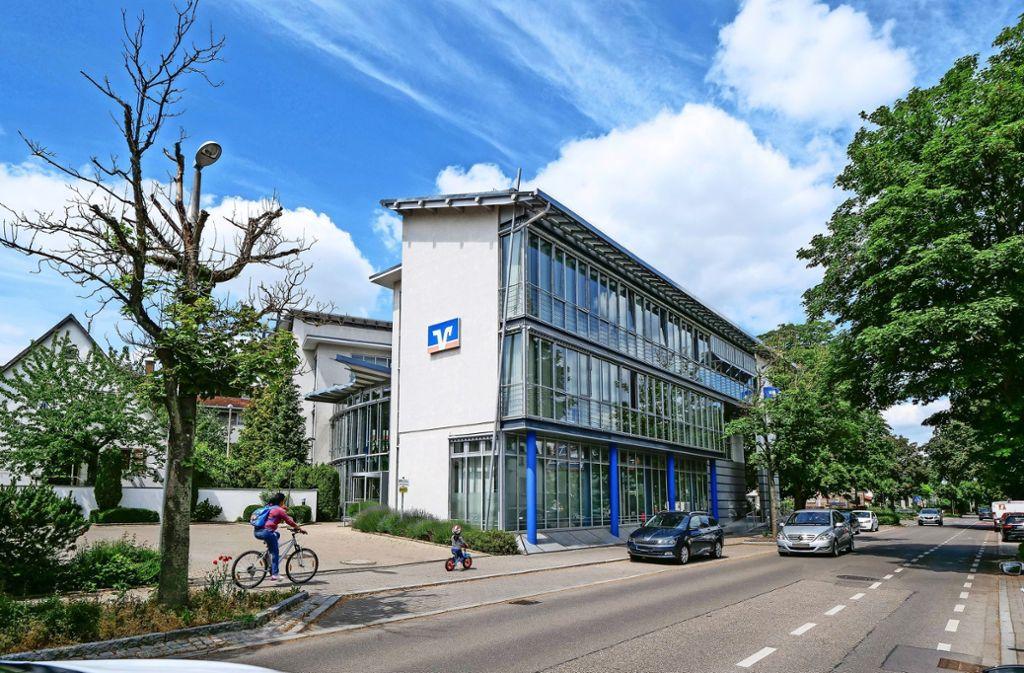 Das Volksbankgebäude ist im Gespräch als neuer Standort für die Stadtverwaltung. Vorsorglich wurden dafür vier Millionen Euro  in den Haushalt eingestellt. Foto: factum/Simon Granville