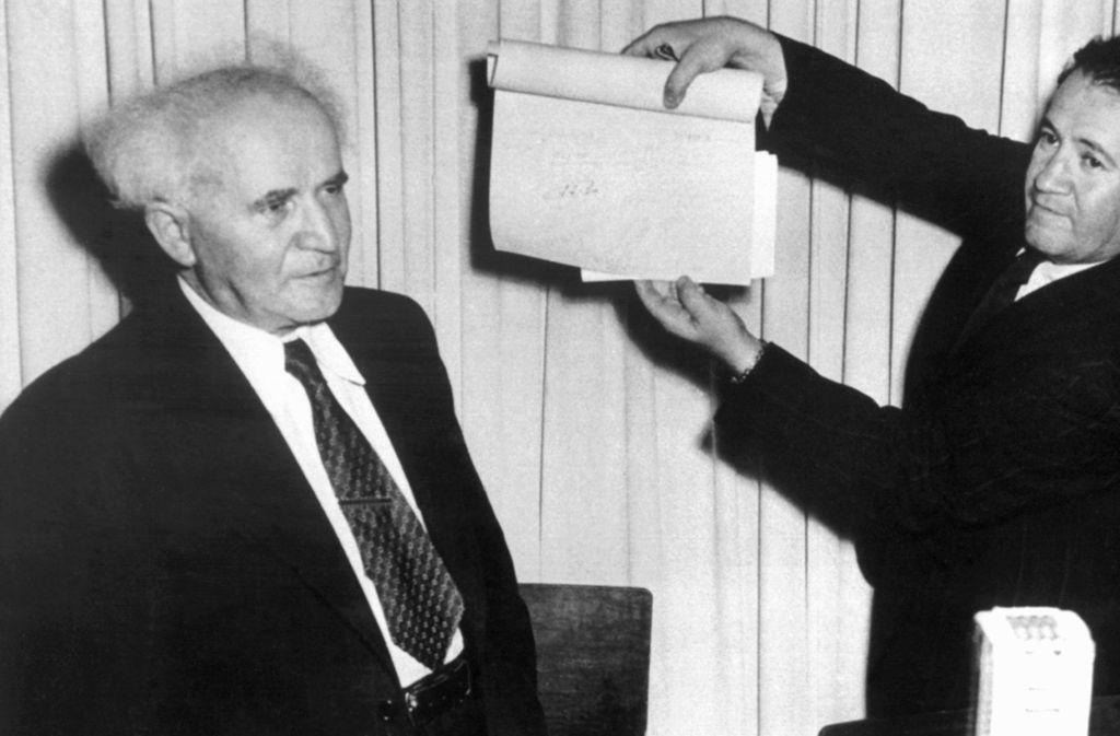 Die Proklamation des Staates Israel im Jahr 1948,  ihre Vorgeschichte und ihre Folgen sorgen noch heute für Streit (links der erste  Ministerpräsident des Landes, David Ben-Gurion). Foto: dpa
