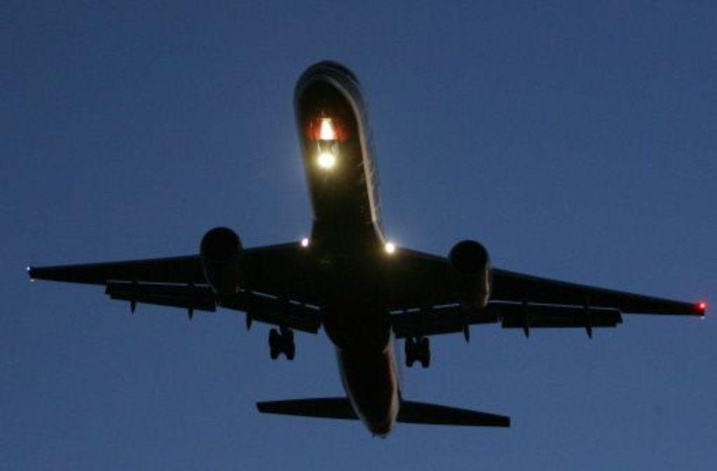 Deutschland darf auch weiterhin nachts den Anflug auf den Schweizer Flughafen Zürich verbieten. Der EuGH wies am Donnerstag eine Klage der Schweiz in letzter Instanz ab.  Foto: dpa