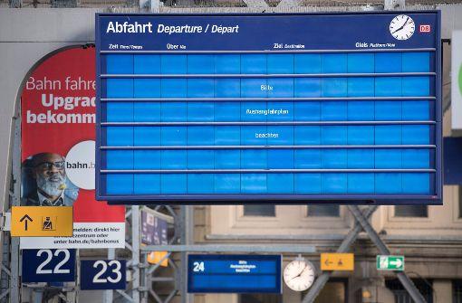 An vielen deutschen Bahnhöfen funktionieren derzeit wegen des Cyber Angriffs nicht die Anzeigetafeln