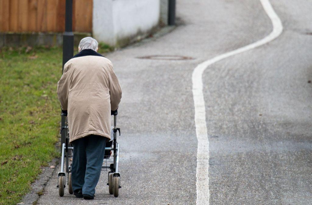 Unbekannte haben am Sonntag einen 87-Jährigen Senior ausgeraubt (Symbolbild). Foto: dpa