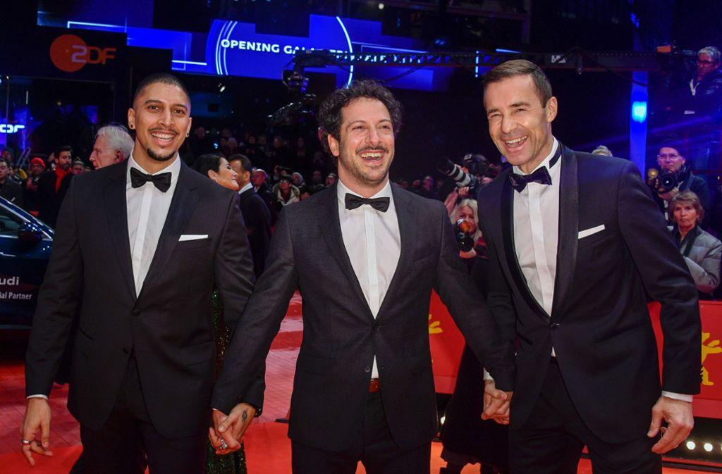 Hatten sichtlich Spaß auf der Eröffnungsgala der Berlinale: Andreas Bourani, Fahri Yardim und Kai Pflaume (v.l.n.r.) Foto: AFP/JOHN MACDOUGALL