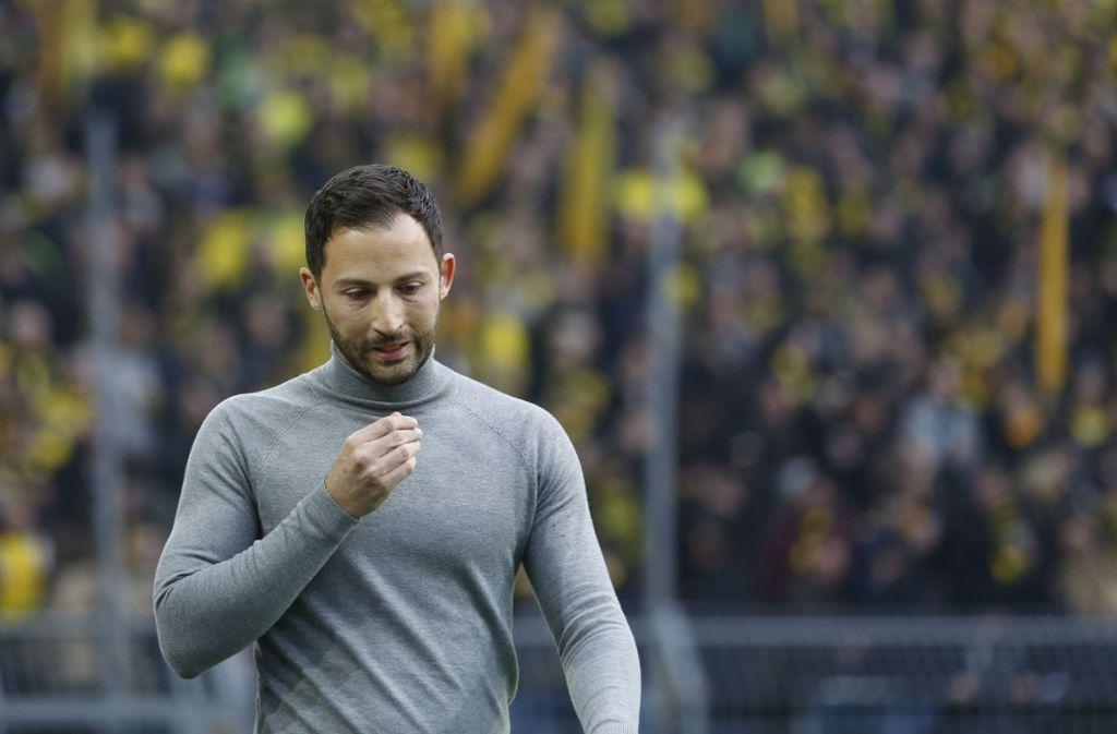 Möglicherweise nur ein schwacher Trost auf Schalke: Trainer Domenico Tedesco hat offensichtlich keine Figurprobleme. Foto: dpa