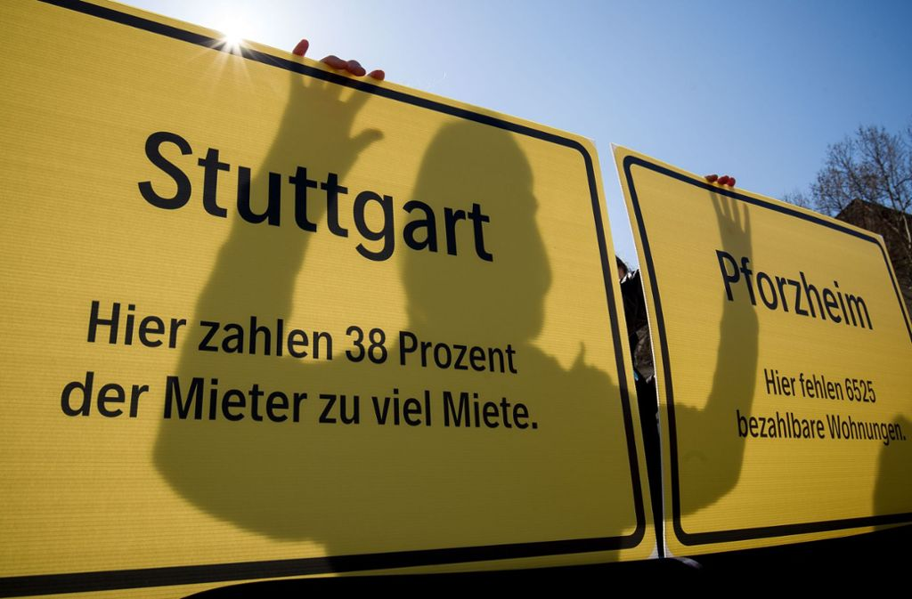In Stuttgart gehen immer wieder zahlreichen Menschen auf die Straße, um gegen zu hohe Mieten zu demonstrieren. Foto: Leif Piechowski