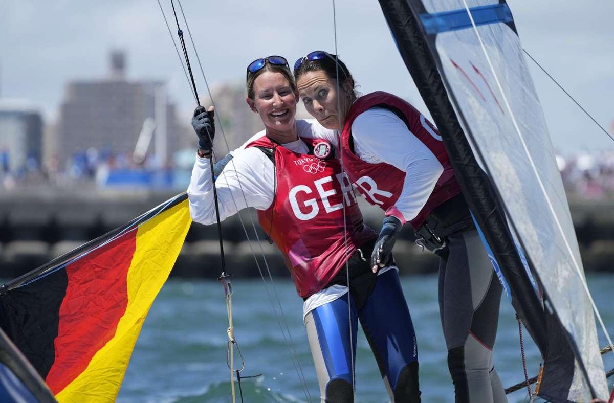 Tina Lutz und Susann Beucke haben im 49erFX vor Enoshima die erste Silbermedaille für die deutschen Segler seit Sydney 2000 gewonnen. Foto: dpa/Gregorio Borgia