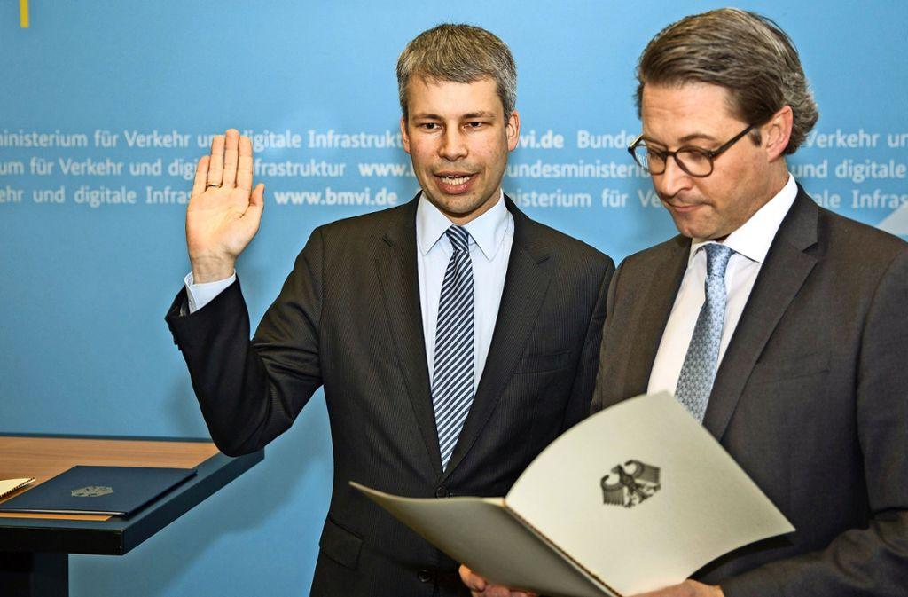 Steffen Bilger (links) wird von Minister Andreas Scheuer (CSU) vereidigt. Foto: Bundestag