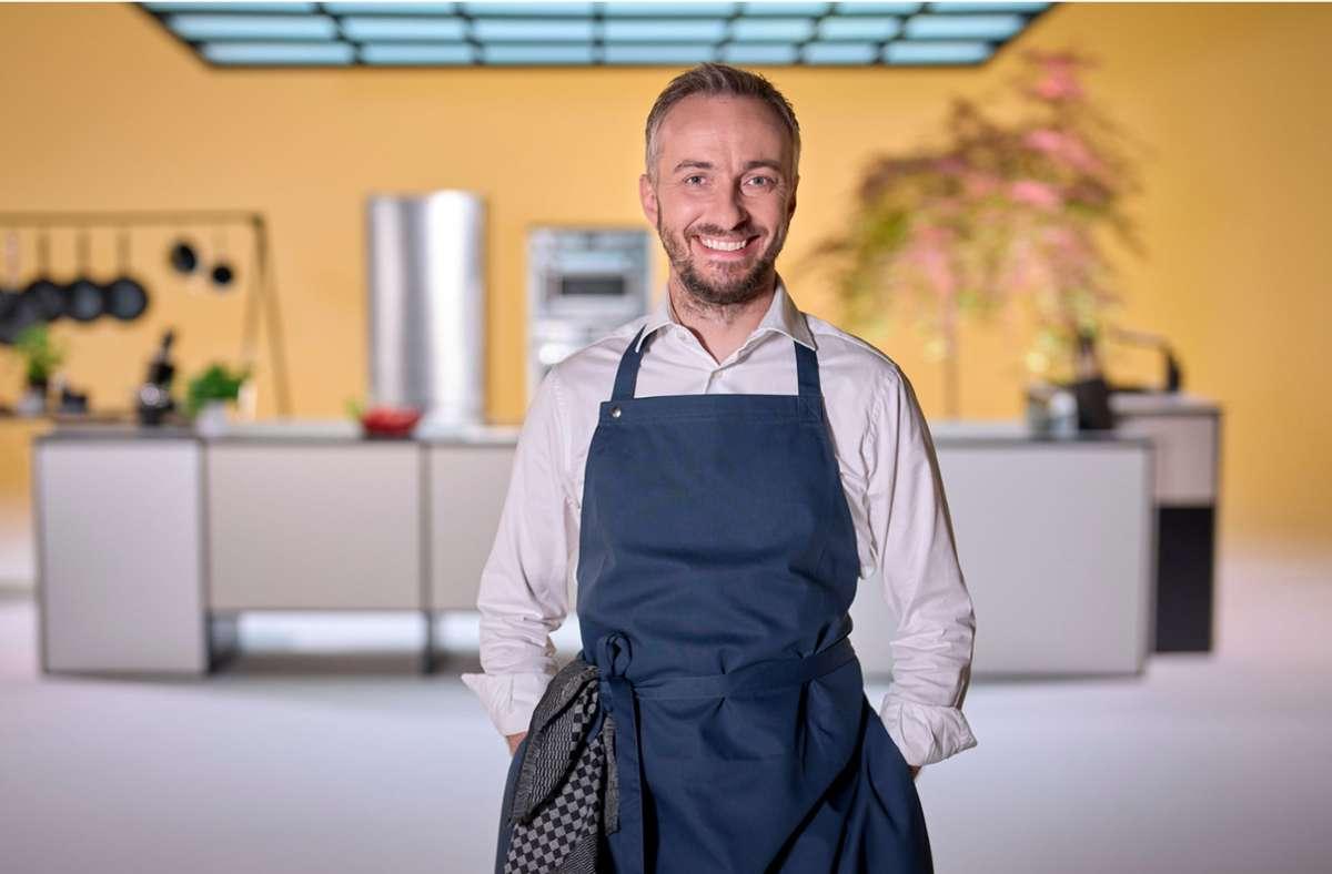 """In seiner neuen Kochshow will Satiriker Jan Böhmermann """"sehr AfD-mäßige deutsche Volksküche"""" servieren. Foto: dpa/Ben Knabe"""