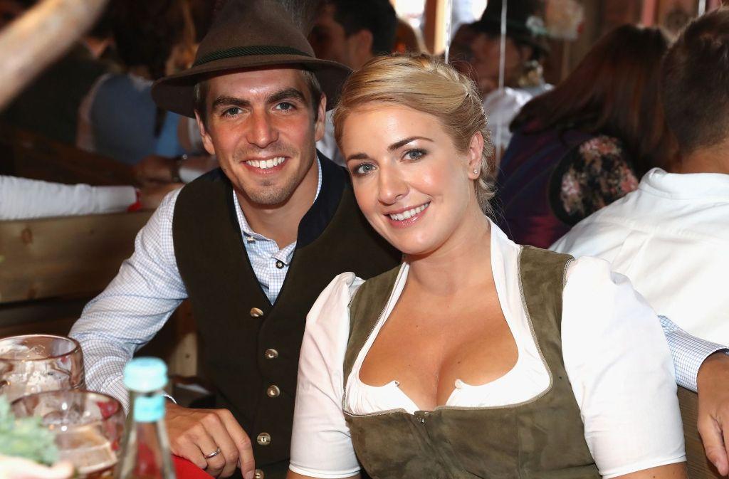 Philipp Lahm und seine Frau Claudia auf dem Münchener Oktoberfest. Foto: Bongarts/Getty/EPA